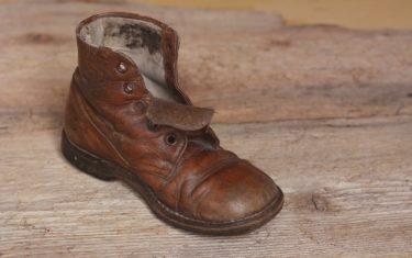 安全靴のはじまりは草履だった?時代で変わる仕事の安全観
